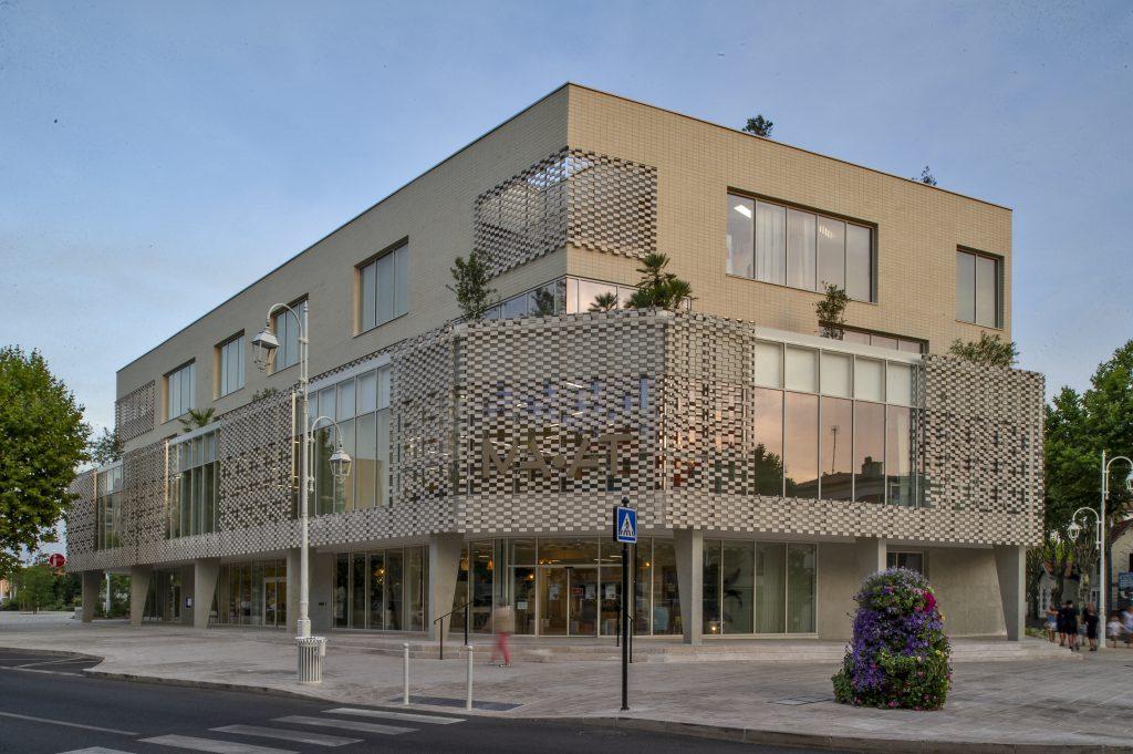 bâtiment multifonctionnel